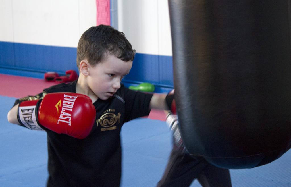 Training am Sandsack für Kinder ab 4 Jahre